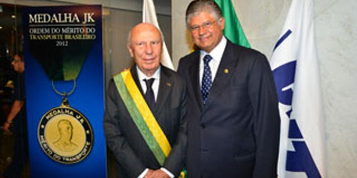 Presidente da FETRACAN e ABTC recebe a Ordem do Mérito do Transporte Brasileiro