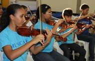 Projeto Música de Brincar forma orquestra com jovens de Petrolina (PE)