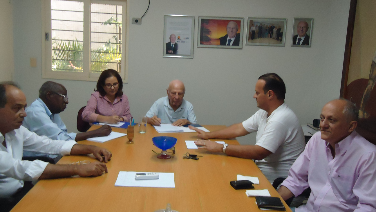 Presidente Newton Gibson coordena reunião conjunta das Assessorias da FETRACAN e do SEST/SENAT, cobrando cumprimento das metas e cronogramas estabelecidos para o ano de 2016.