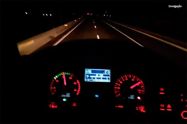 40% dos condutores já fizeram zigue-zague na estrada por dirigir com sono, aponta pesquisa