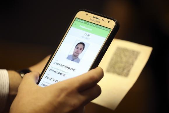 Carteira Nacional de Habilitação Eletrônica entrará em vigor em 2018